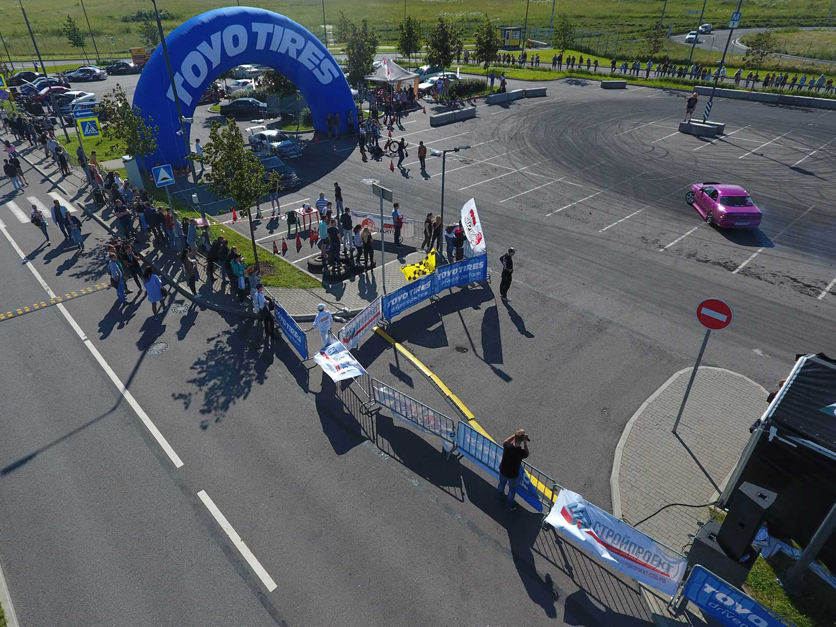 Спонсор «ROYAL AUTO SHOW», организация ограждений на гоночном трэке